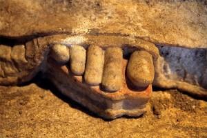 amphipolis_karyatides_full_foot_1