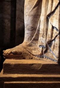 amphipolis_karyatides_full_foot_2